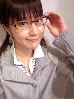 ノーメイクの時は眼鏡掛けたりもするよ♪.jpg